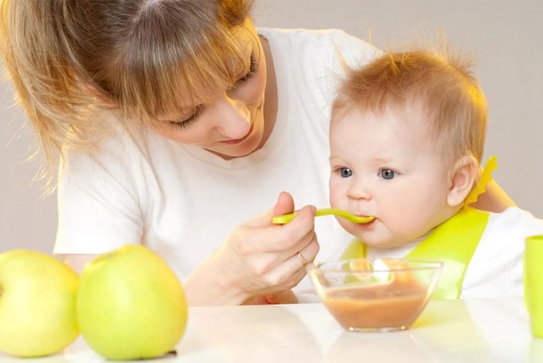 Яблочное пюре для ребенка