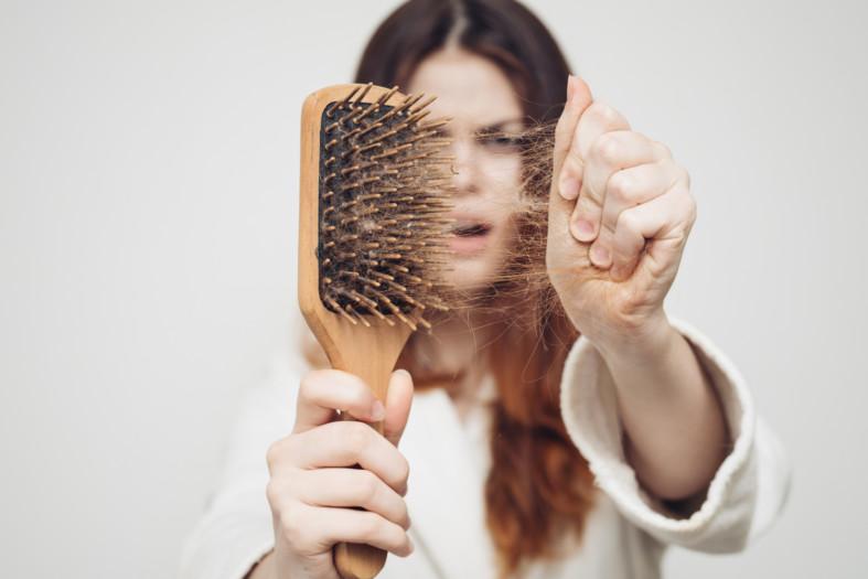 Выпадения волос у женщины