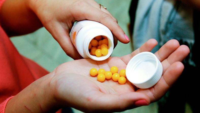 Ундевит витамины в ладошке