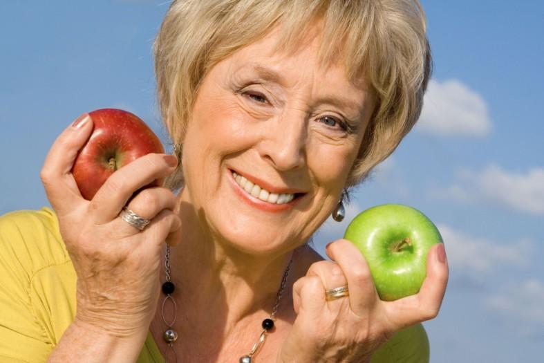 Женщина и яблоки
